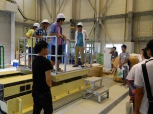 学科別見学ツアーでは最先端の施設や実験室を見学