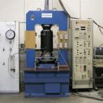 高圧岩石三軸圧縮試験装置