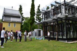 最先端研究施設「ロハスの家」の見学。