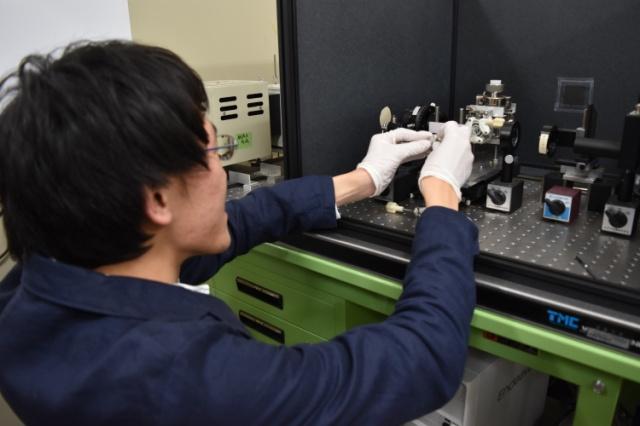 2016第35回固体・表面光化学討論会優秀講演賞image006
