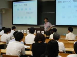 体験授業では、大学生の学びを体験。