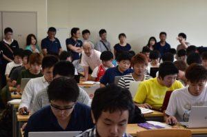 講義形式の授業参観の様子。