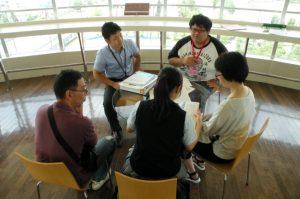 一人暮らしや奨学金の相談に学生や職員が対応